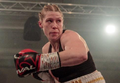 Hannah Rankin began her bid to regain her world champion status with a knockout defeat of Eva Bajic in Paisley on February 8