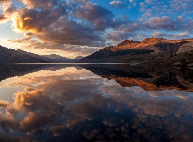 The stunning picture was taken at Rowardennan on the Eastern side of the Loch, looking towards Ben Lomond & the knobbly elb