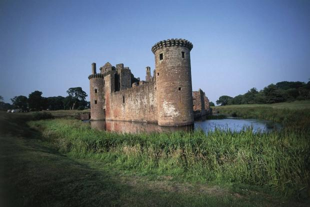 Helensburgh Advertiser: Caerlaverock Castle