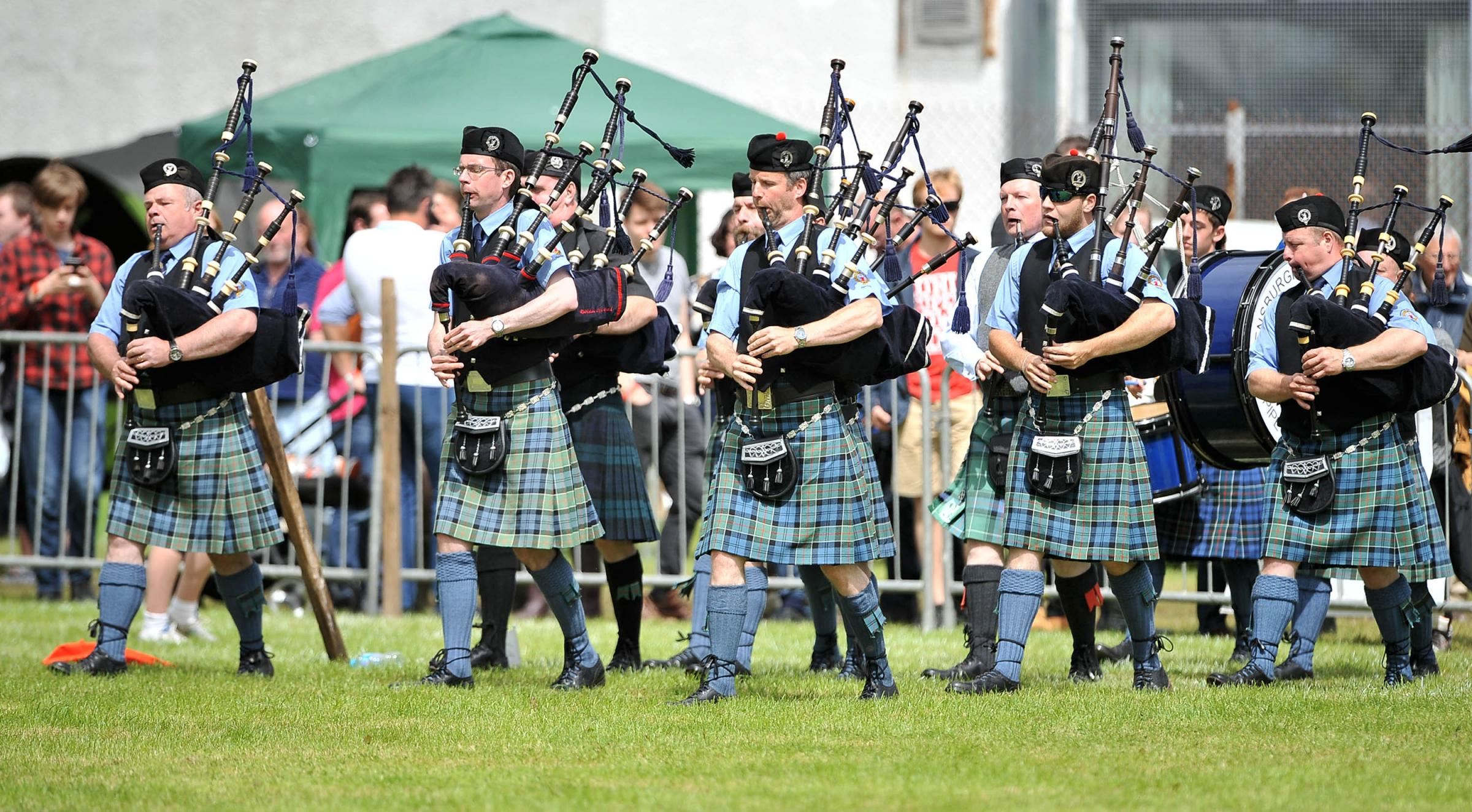 The Helensburgh Clan Colquhoun Pipe Band will play at the Gathering