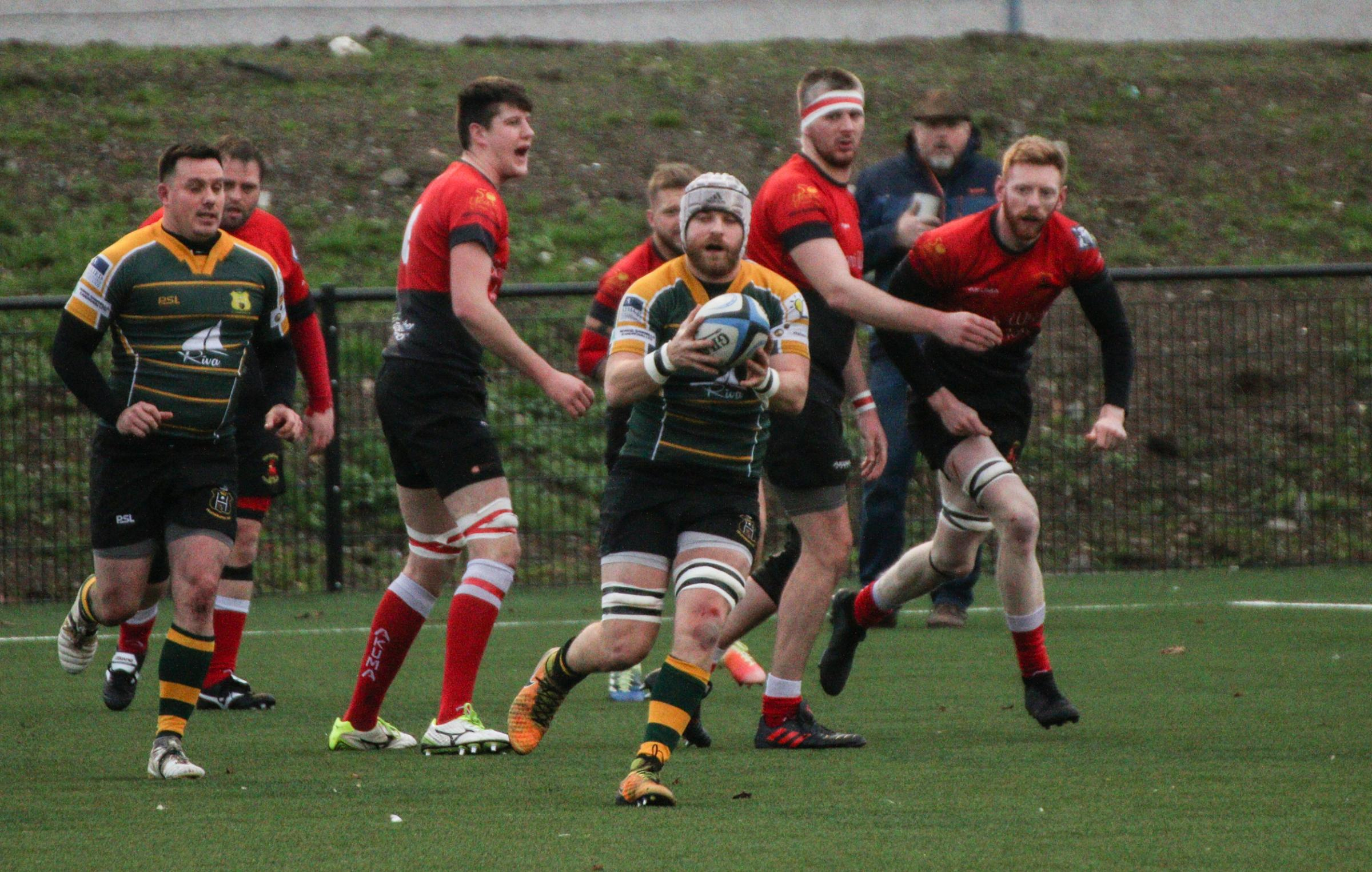 Action from Helensburgh's 31-19 win away to Clydebank on Saturday (Pic - Robert Wilson)