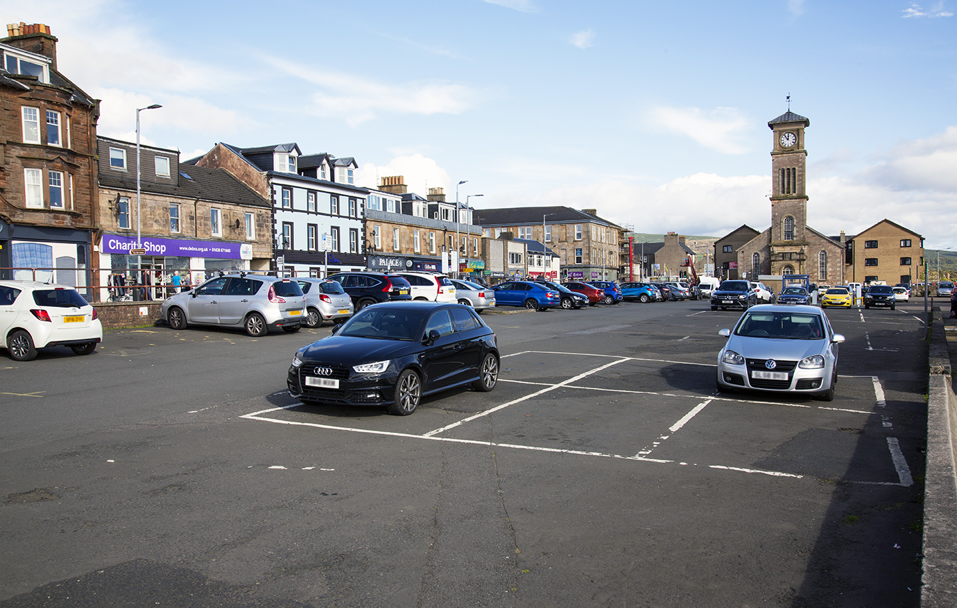 Plans for a new permit scheme could see the cost of long-term parking in Helensburgh reduced