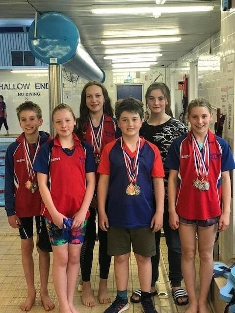 The Helensburgh swimmers who brought home 16 medals from the Rutherglen graded meet